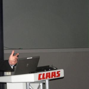 Dr. Peter Göth moderiert die Gesprächsrunde bei Claas