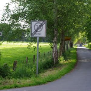 330 Meter Bussemasstraße, auf denen 100 km/h erlaubt ist.
