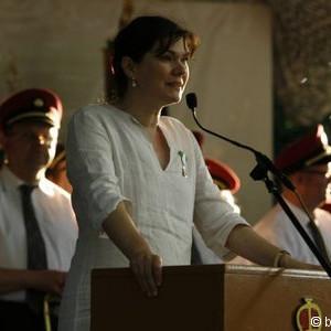 """Ein Dreifach """"Horrido"""" dem neuen Thron um Königin Julia Vennemann!"""