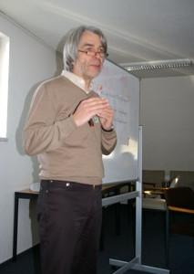 Der Kandidat Hans Feuß im Wahlkreis 95 moderiert das Wahlkampfseminar