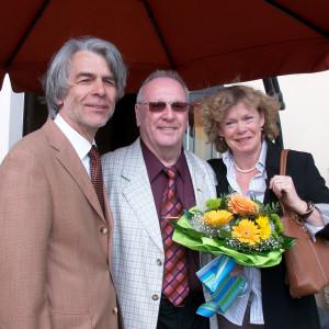 Rot beschirmt: (von links) Hans Feuß, Werner Fletemeyer, Karin Kirchner