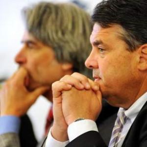 Nachdenklich und den Wahltag im Blick : zwei Vorsitzende Sigmar Gabriel und Hans Feuß