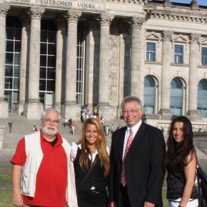 Zu Gast im Bundestag bei Klaus Brandner: (von rechts) Edessa-Isabel Akinci, Mimra Joseph, Peter Grundmann